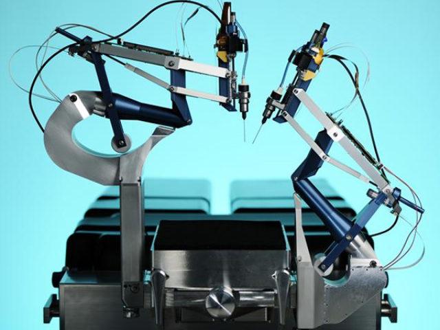 Роботизована ретинальна хірургія може подолати обмеження людського фактору