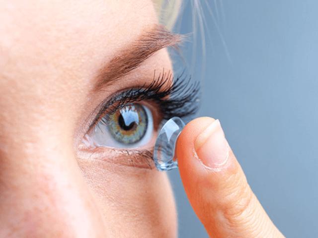 Як утримувати ваші контактні лінзи в чистоті (і що може піти не так, якщо цього не робити)