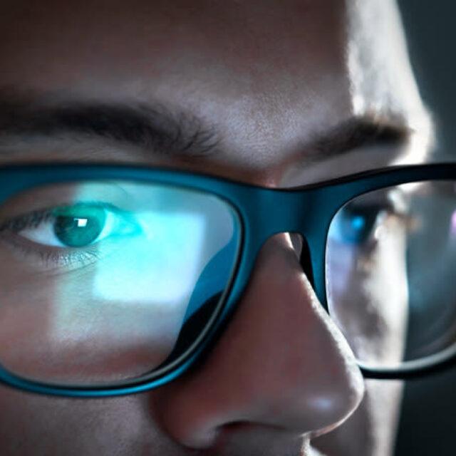 П'ять порад як захистити свій зір від надмірного часу за комп'ютером під час пандемії COVID-19