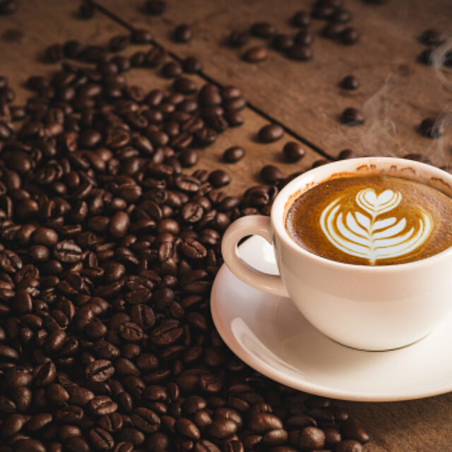 Споживання великої кількості кофеїну може бути пов'язаним із ризиками розвитку глаукоми